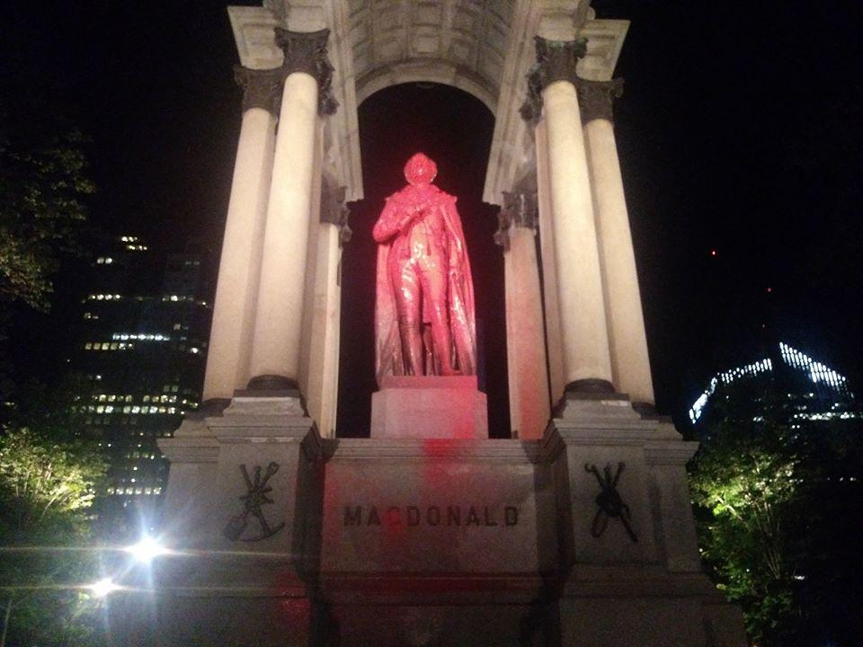 Les monuments de Maisonneuve et de Macdonald vandalisés : Des militants et des artistes anticoloniaux dénoncent le colonialisme ainsi que le génocide