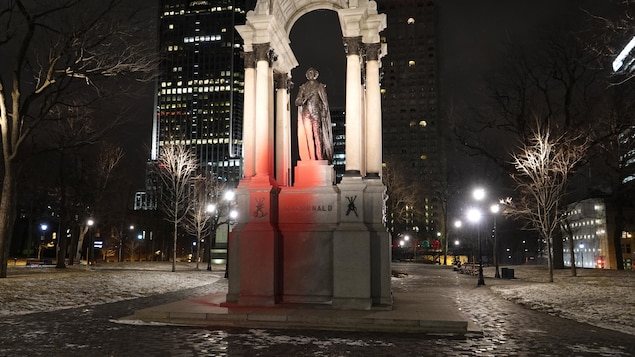 Le Monument à John A. Macdonald vandalisé à l'occasion de la Journée internationale contre le racisme