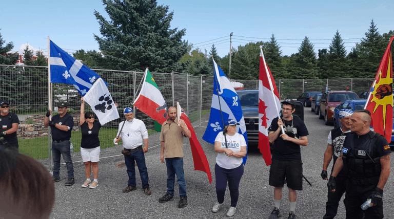Quelques dizaines de « patriotes » québécois s'associent à des néonazis et ultranationalistes Canadiens pour manifester contre les immigrant-e-s à Lacolle