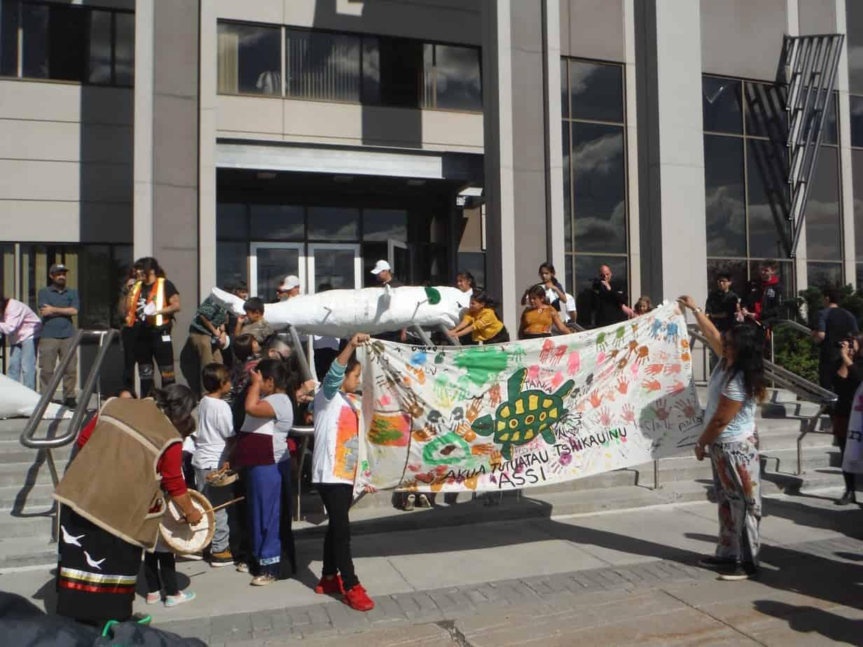 Plus de 3000 personnes à Chicoutimi contre le projet destructeur de GNL Québec (Énergie Saguenay)