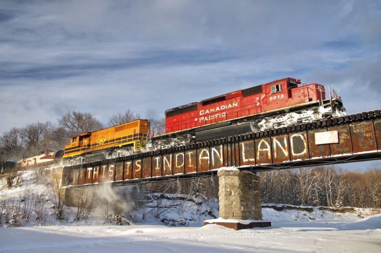 « D'un océan à l'autre » : Les blocages de trains, le colonialisme et l'histoire des chemins de fer canadiens
