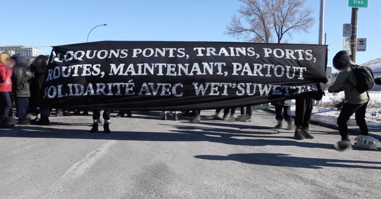 Une action de solidarité avec les protecteurs-trices de la terre Wet'suwet'en a bloqué l'accès au Port de Montréal
