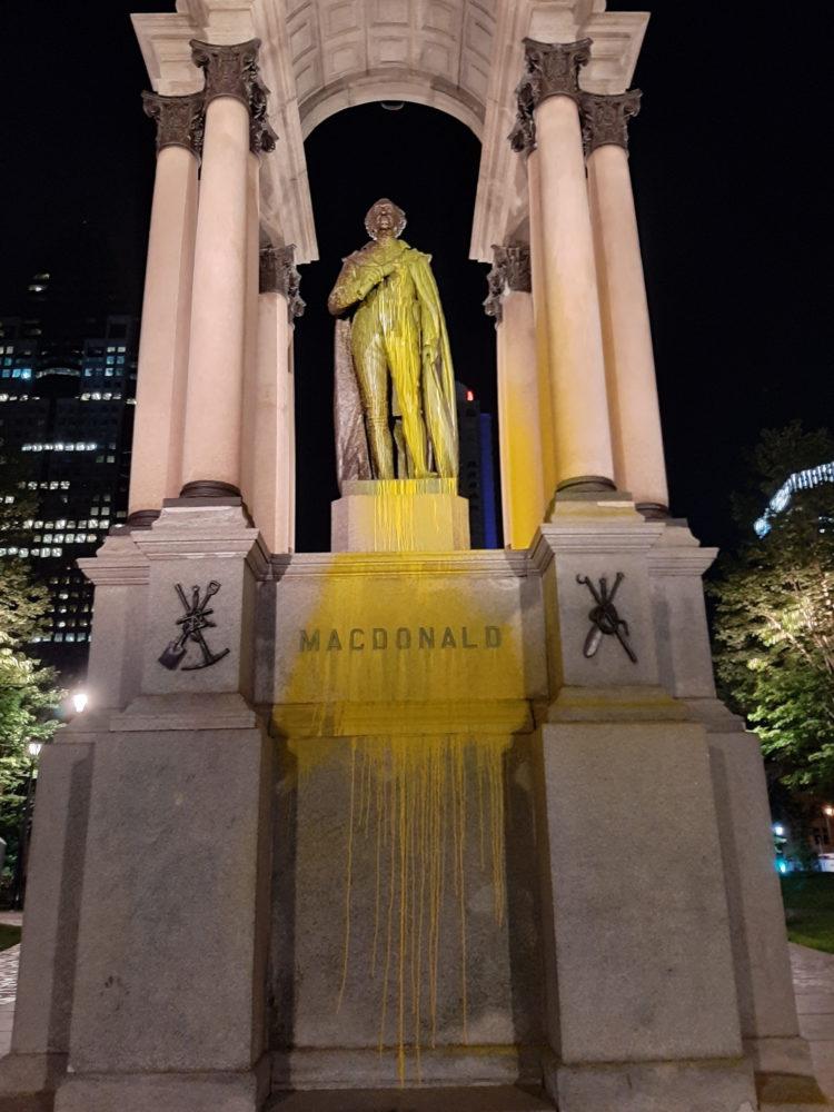 La statue de John A. Macdonald à Montréal vandalisée avec de la peinture (encore!)