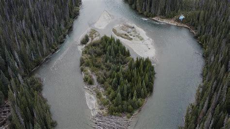 C.-B. : Des actions directes empêchent Coastal GasLink de forer sous la rivière Wedzin Kwa