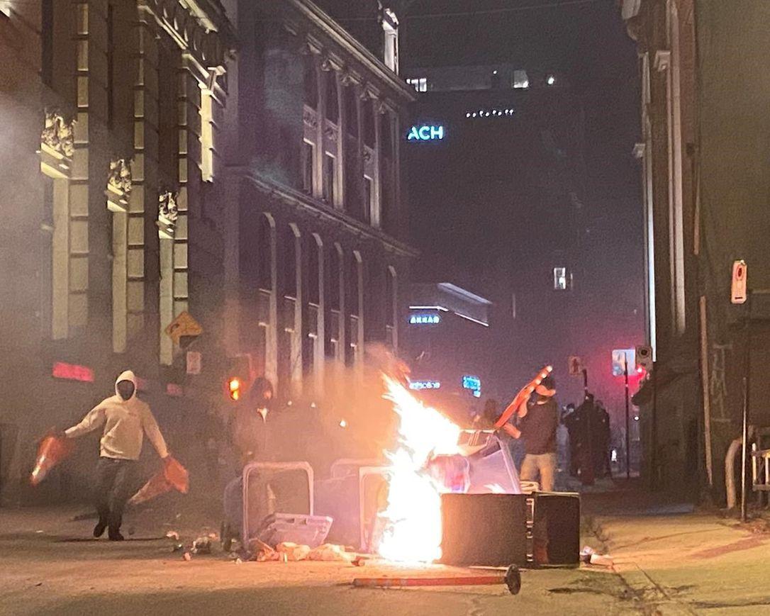 Émeute contre le couvre-feu!