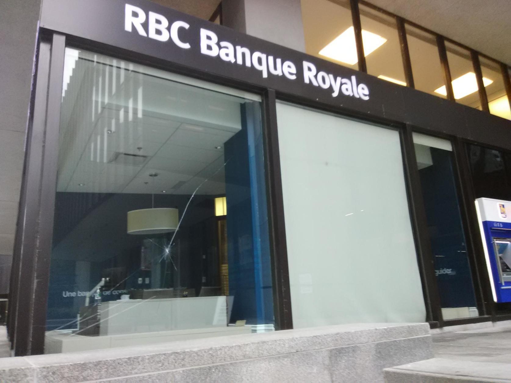 RBC prise pour cible en solidarité avec les défenseur.e.s de la terre Wet'suwet'en